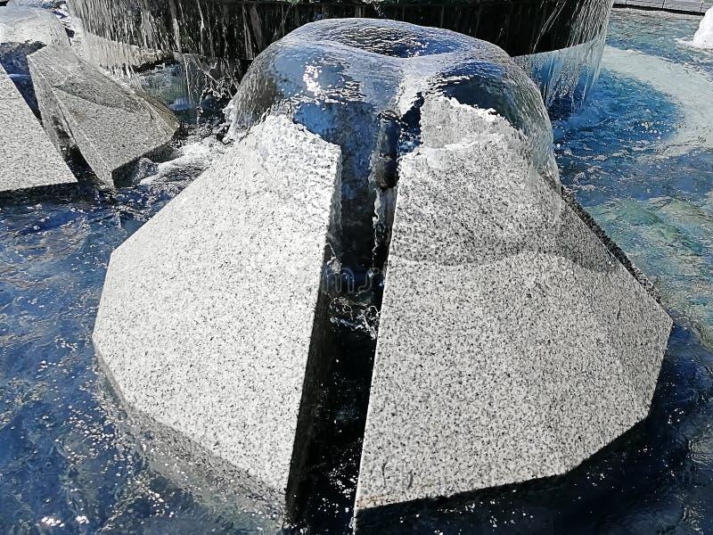 Mooie fontein binnen de stad in van Przemysl, Polen stock afbeeldingen