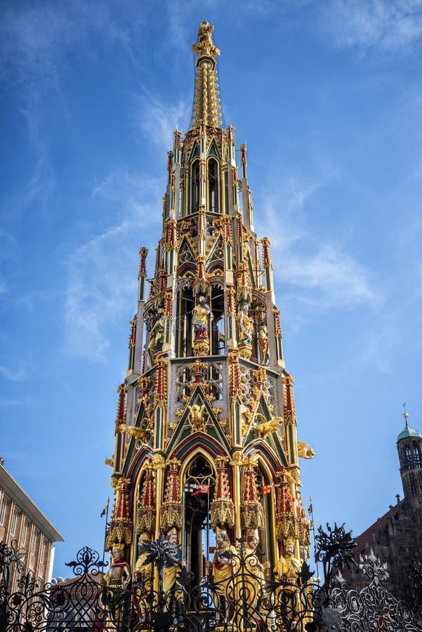 Mooie Fontein in Nuremberg, Duitsland royalty-vrije stock afbeelding
