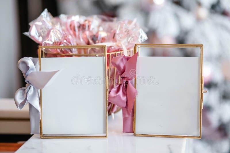 Mooie frames en andere kerstdetails in de versierkamer royalty-vrije stock foto