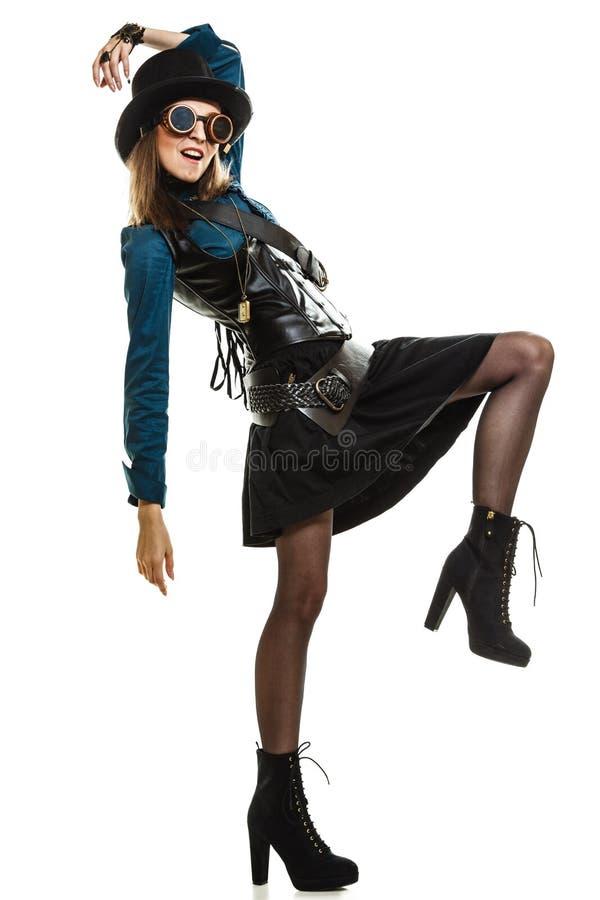 Mooie geïsoleerde steampunkvrouw in glazen stock foto's