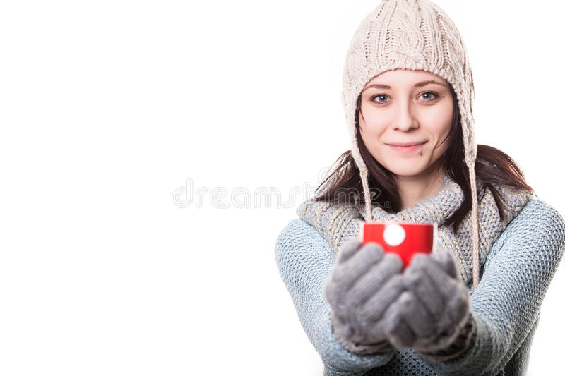 Mooie gelukkige jonge vrouw het drinken koffie Geïsoleerdj op witte achtergrond stock foto's