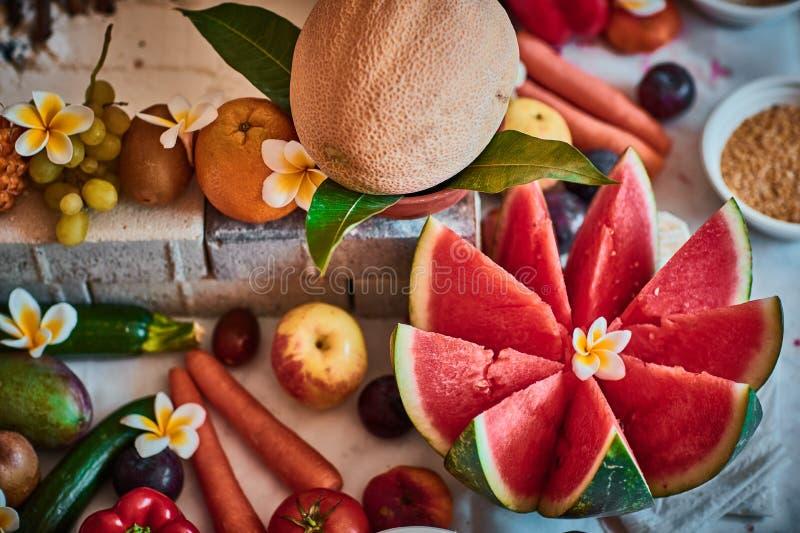 Mooie gesneden die vruchten voor vedic huwelijk worden geschikt stock foto