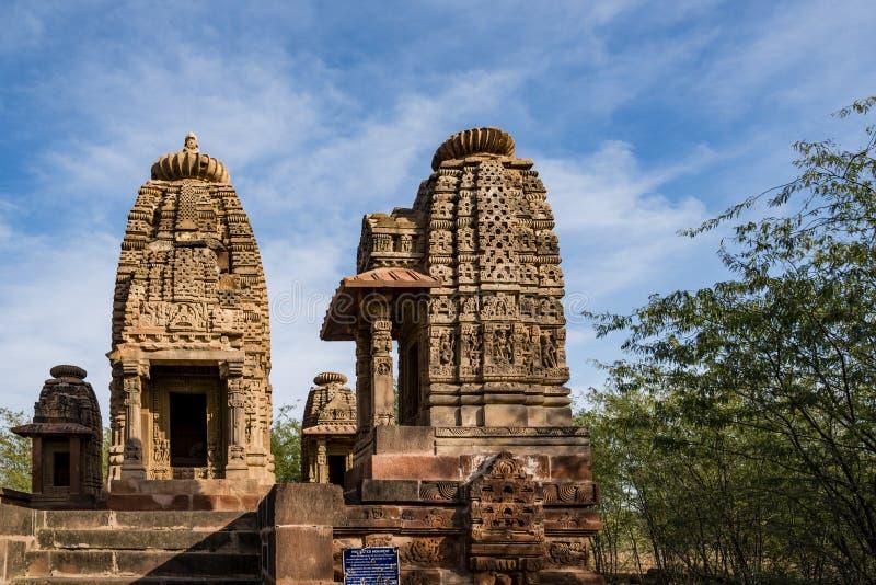 Mooie gesneden oude die Jain-tempels in de 6de eeuwadvertentie worden geconstrueerd in Osian, India stock afbeelding