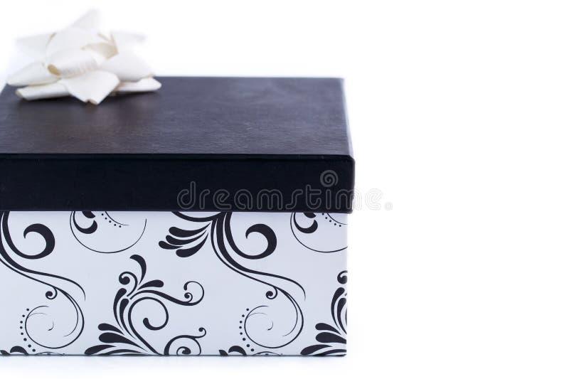 Download Mooie Giftdoos Op Een Witte Achtergrond Stock Foto - Afbeelding bestaande uit karton, textiel: 54083794