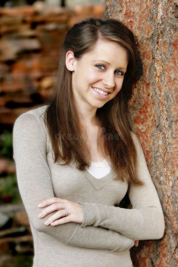 Mooie, Glimlachende Jonge Vrouw royalty-vrije stock foto's