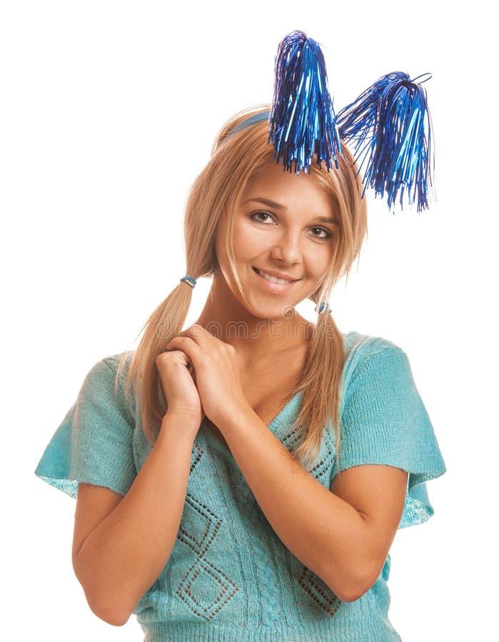 Mooie glimlachende jonge vrouw in blauwe blouse en vakantie decorat royalty-vrije stock afbeeldingen