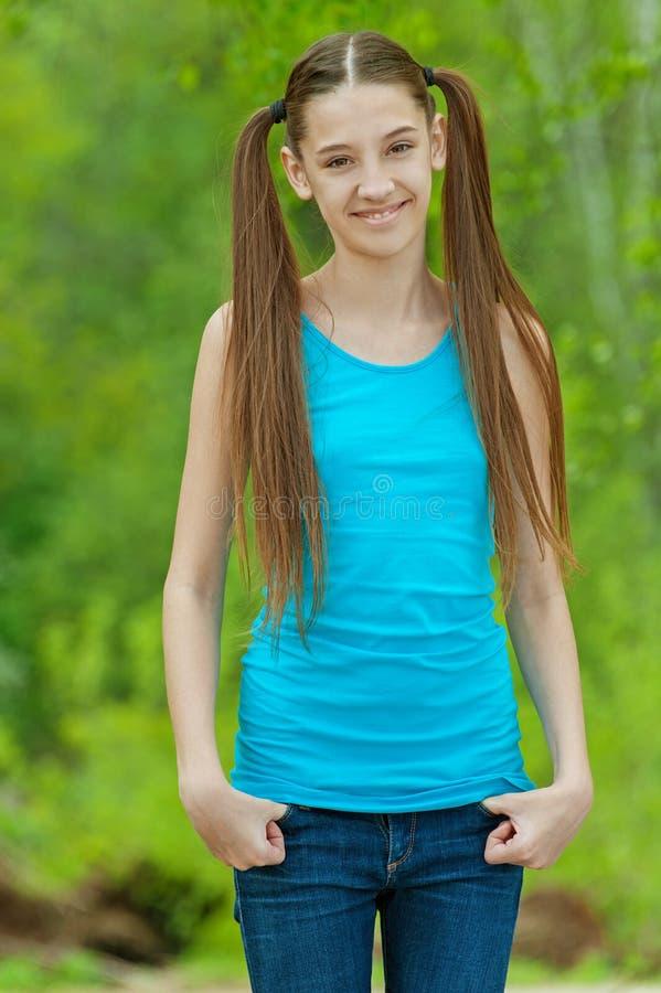 Mooie glimlachende tiener royalty-vrije stock foto
