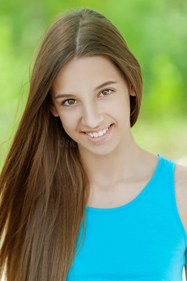 Mooie glimlachende tiener royalty-vrije stock afbeeldingen