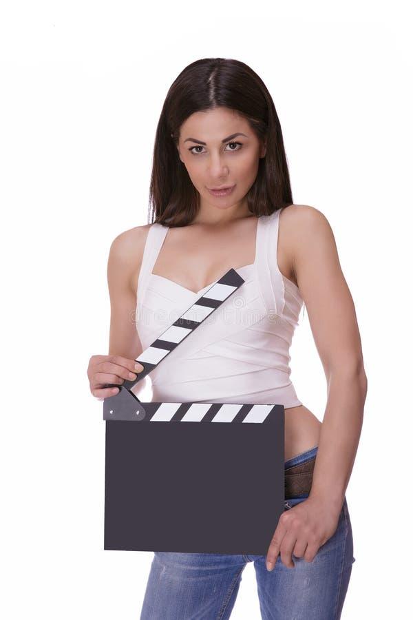 Mooie glimlachende vrouw die een filmklep houden stock fotografie