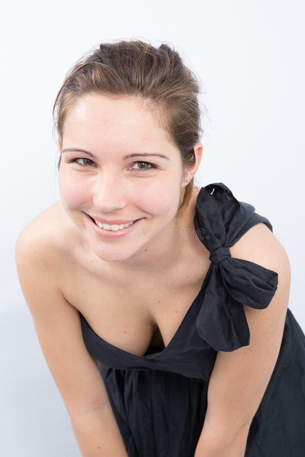 Mooie glimlachende vrouw met schone huid, natuurlijke samenstelling, en witte tanden royalty-vrije stock fotografie