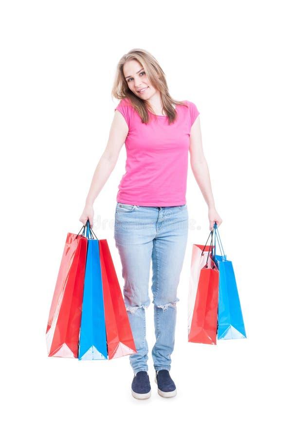 Mooie glimlachende vrouw met veel het winkelen zakken stock fotografie