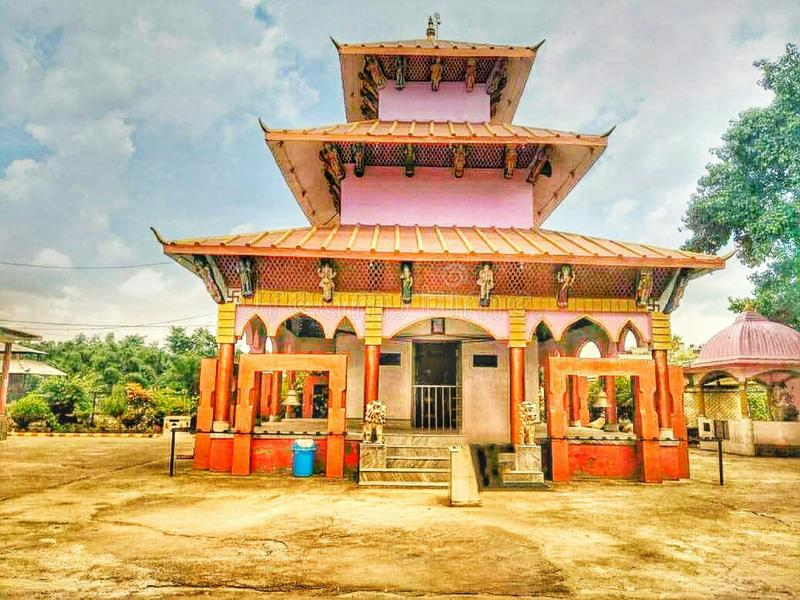 Mooie godstempel, beeld van de Lord het Hindoese tempel vector illustratie