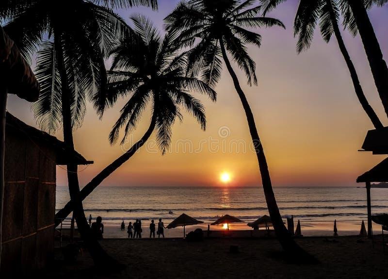 Mooie gouden zonsondergang op het strand, GOA, India royalty-vrije stock fotografie