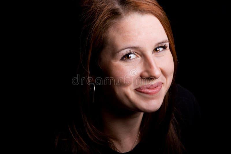 Mooie grijnzende roodharige stock afbeelding