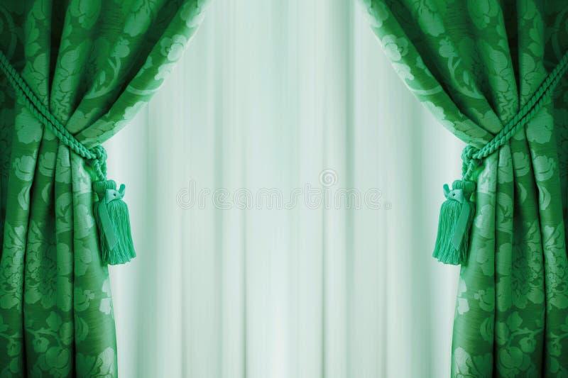 Mooie Groene Gordijnen Met Leeswijzers En Tulle Stock Foto ...