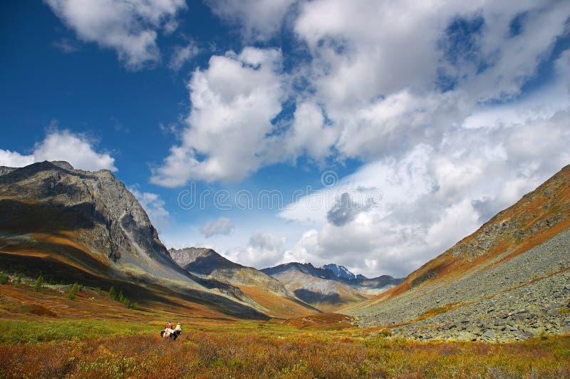 Mooie hemel en wolken in mountais royalty-vrije stock afbeeldingen