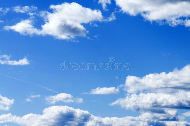 Mooie hemel met wolk vóór zonsondergang royalty-vrije stock fotografie