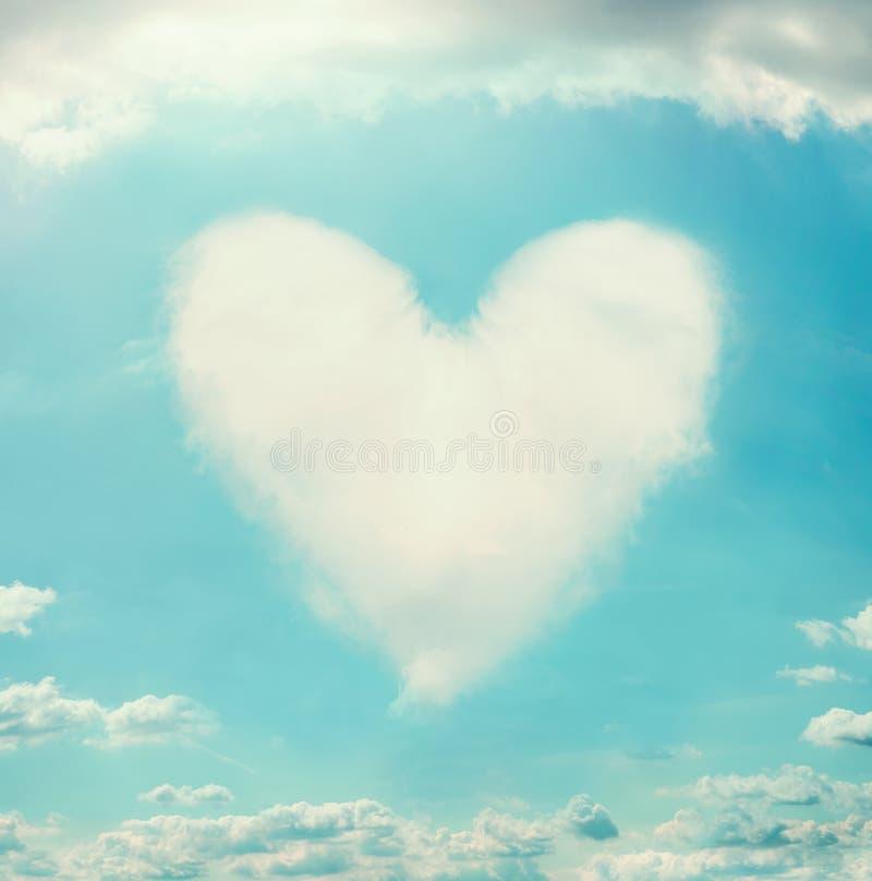 Mooie hemel met wolken gevormd hart royalty-vrije stock fotografie
