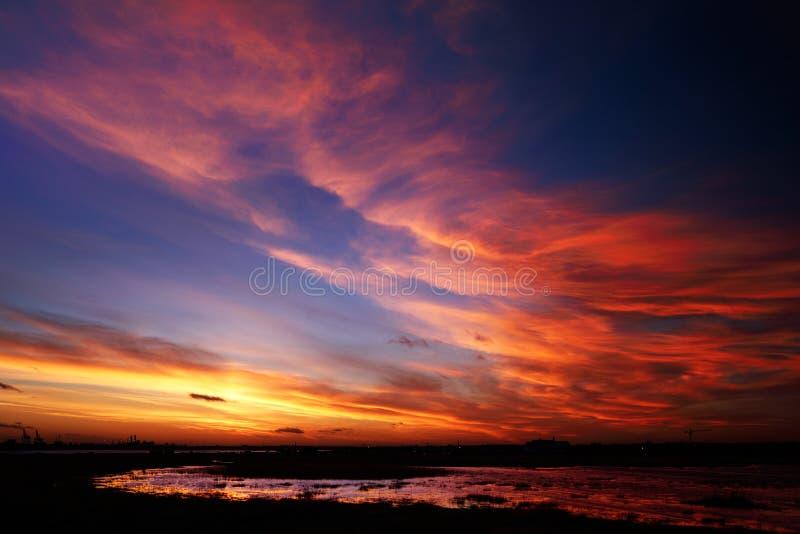 Mooie hemel op een winderige dag royalty-vrije stock afbeeldingen