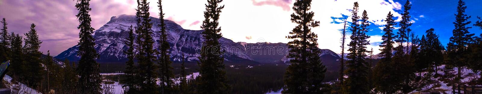 Mooie hemel over Canadees Rocky Mountains stock foto