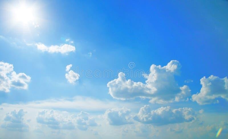 Mooie hemel. Zonlicht stock afbeelding