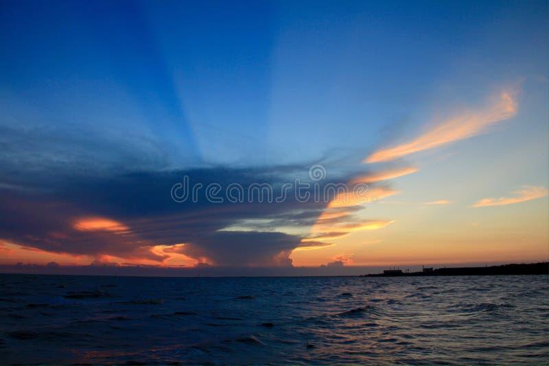 Mooie hemel, zonsondergang, het verbazen stock foto's