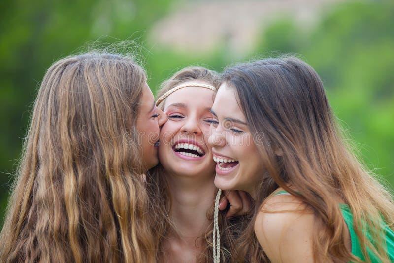 Mooie het glimlachen tienerjaren stock foto