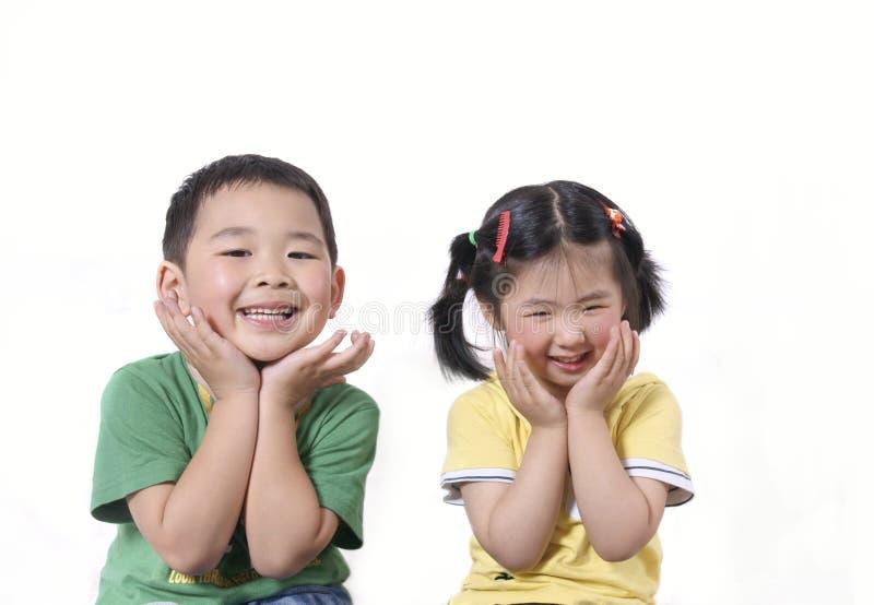 Mooie het lachen jonge geitjes royalty-vrije stock foto's