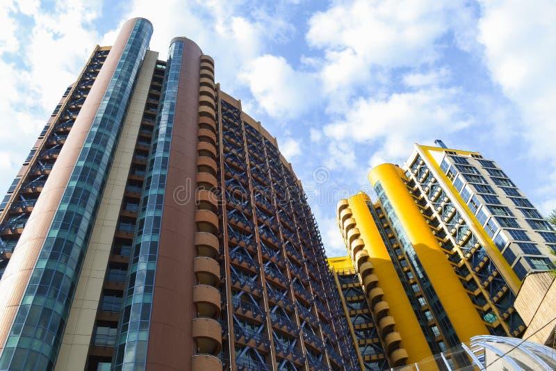 Mooie high-rise gebouwen royalty-vrije stock afbeeldingen