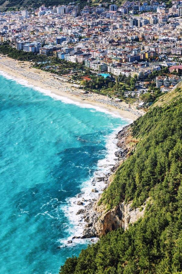 Mooie hoogste mening van de toevluchtstad op het turkooise overzees royalty-vrije stock foto