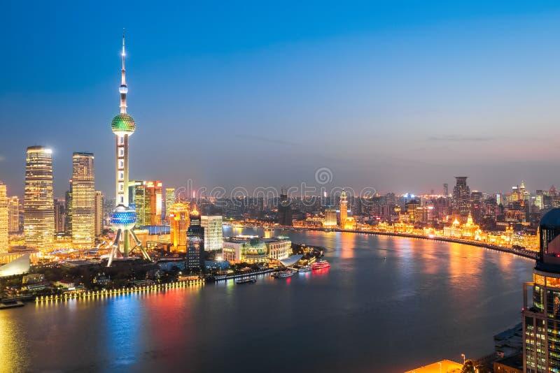 Mooie huangpurivier bij nacht in Shanghai royalty-vrije stock afbeelding