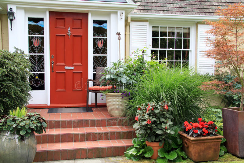 Mooie huis en tuin stock afbeelding
