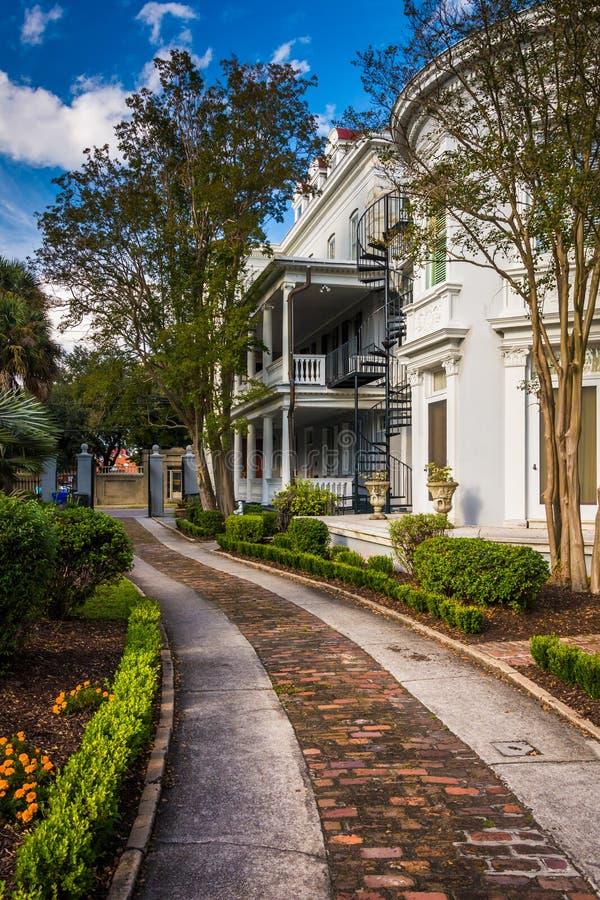 Mooie huis en tuin in Charleston, Florida royalty-vrije stock afbeelding