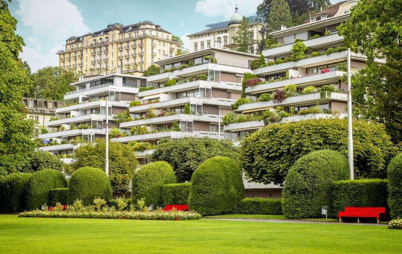 Mooie huizen in van de binnenstad van Luzerne, Zwitserland stock foto