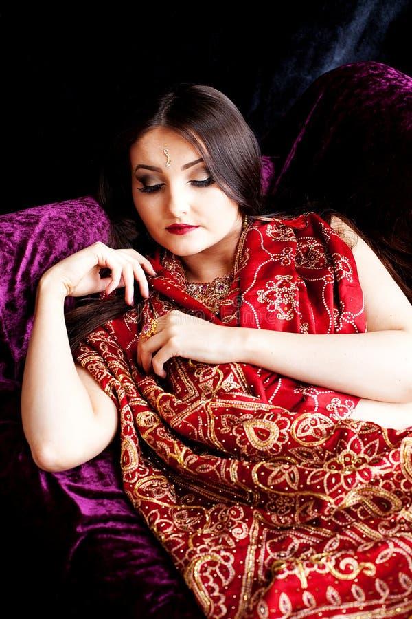 Mooie Indische vrouwenslaap royalty-vrije stock fotografie