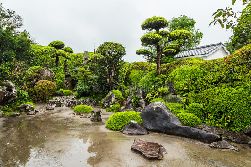 Mooie Japanse tuin in Chiran-Samoeraiendistrict in Kagoshima, Japan royalty-vrije stock afbeelding