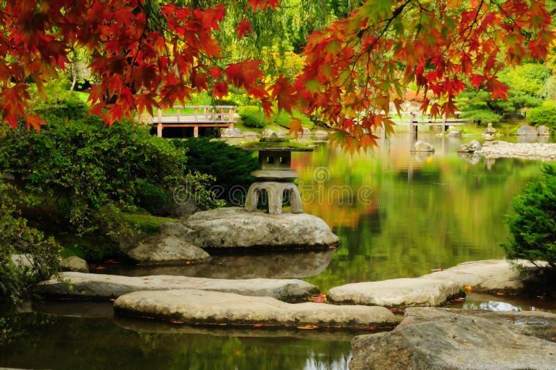 Mooie Japanse Tuin in de herfst royalty-vrije stock afbeeldingen