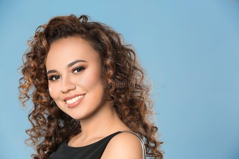 Mooie Jonge Afrikaanse Amerikaanse Vrouw stock fotografie