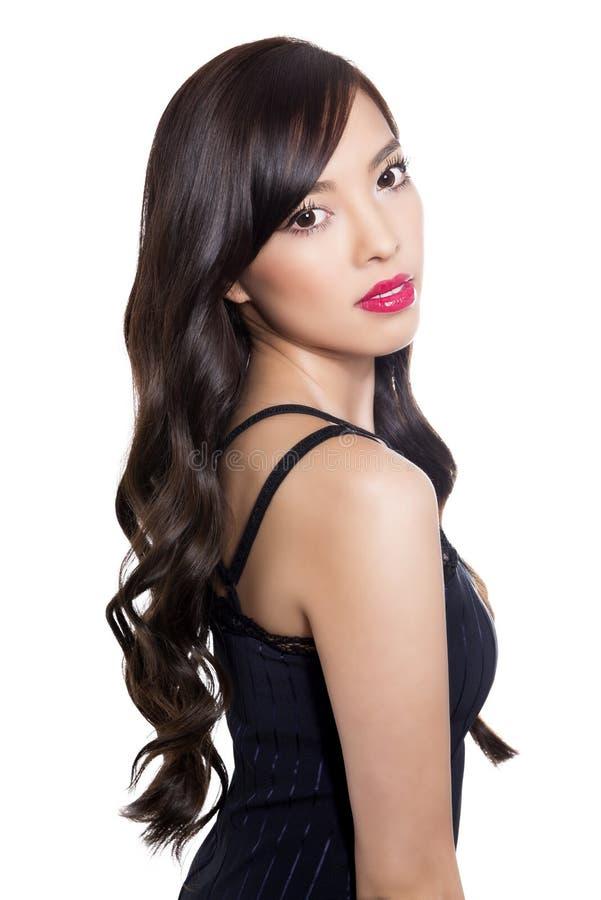 Mooie jonge Aziatische vrouw met perfecte huid op geïsoleerde achtergrond royalty-vrije stock fotografie