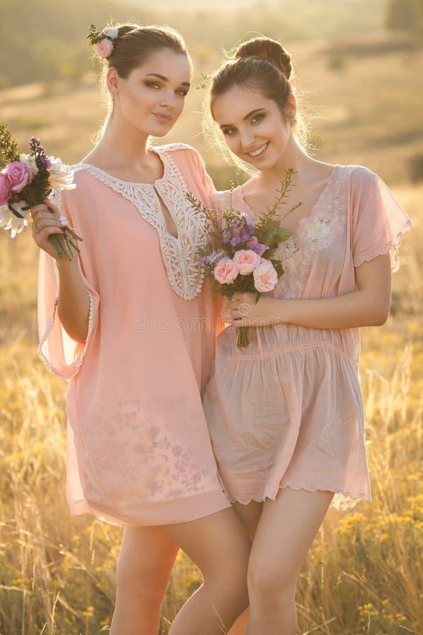 Mooie jonge bruidsmeisjes royalty-vrije stock fotografie