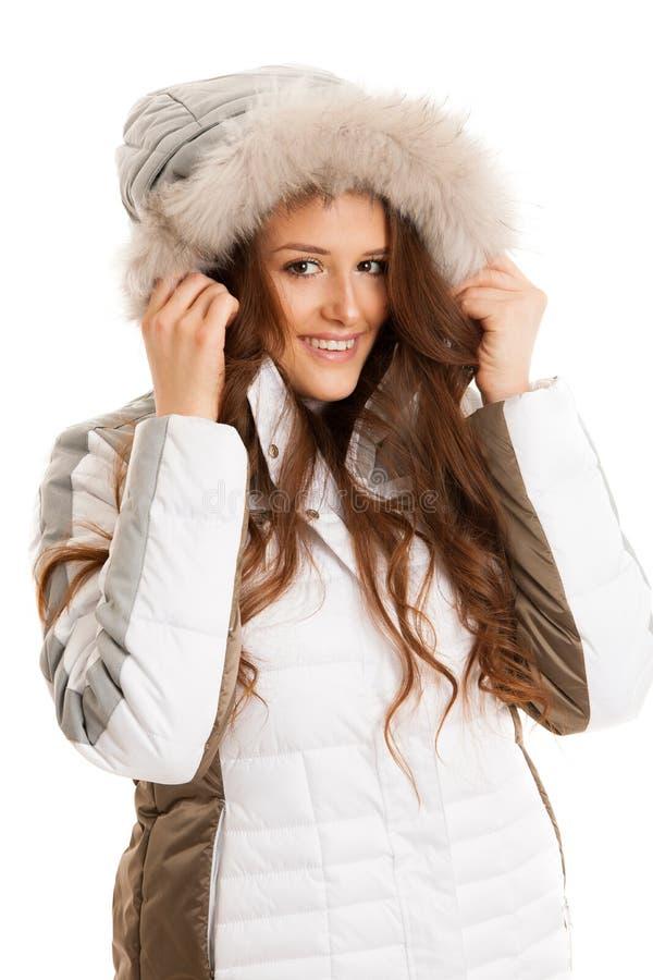 Mooie jonge die vrouw in de winterjasje over wit wordt geïsoleerd royalty-vrije stock afbeelding