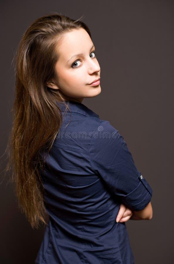 Mooie jonge donkerbruine vrouw. royalty-vrije stock foto's