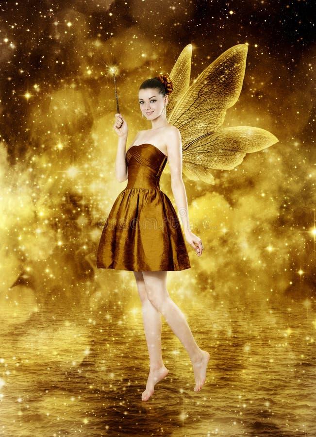 Mooie jonge donkerbruine vrouw als gouden fee royalty-vrije stock foto's