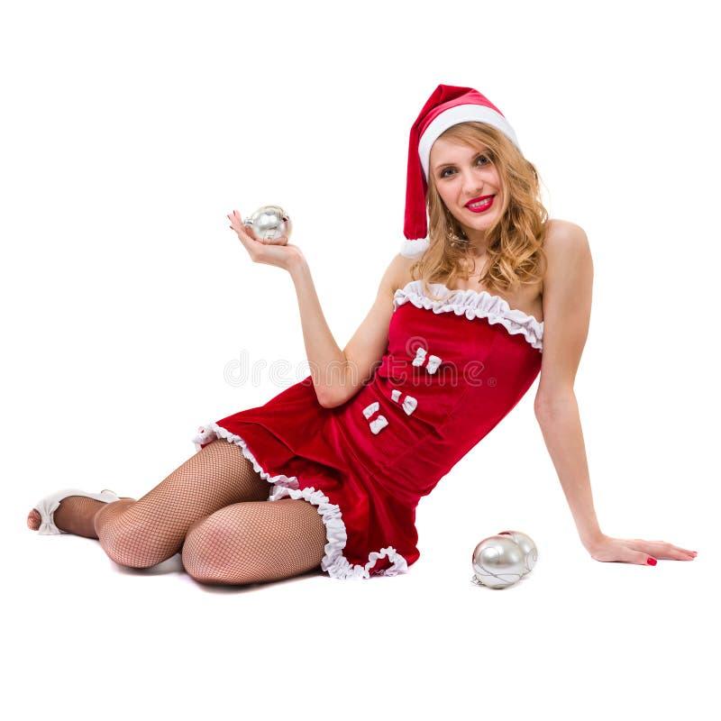 Mooie jonge glimlachende vrouw met Kerstmisdecoratie tegen geïsoleerd wit stock fotografie