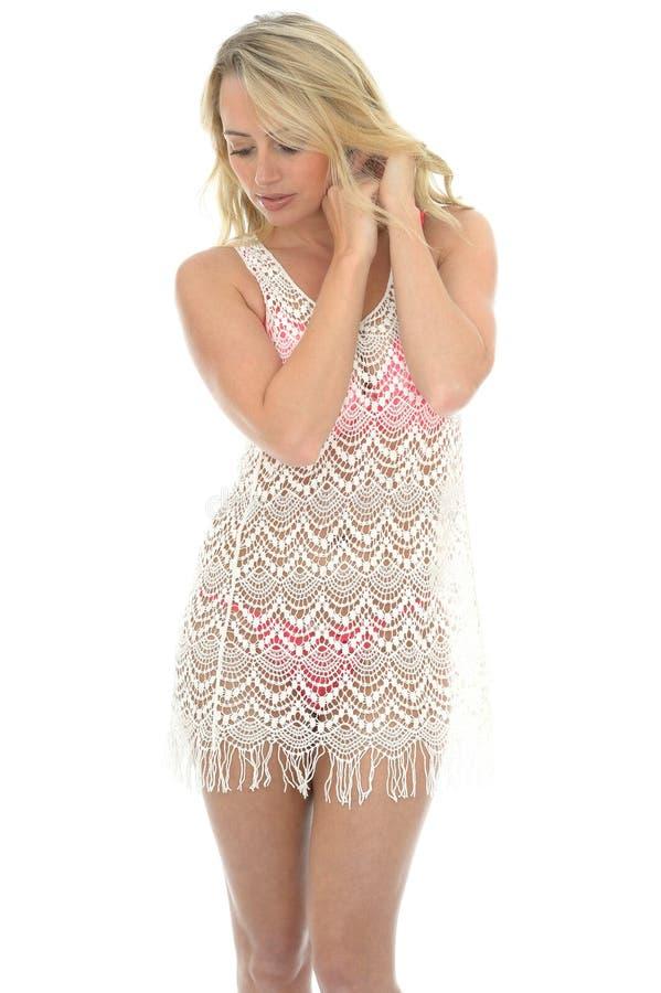 Mooie Jonge Sexy Vrouw die Lacy See Through Mini Dress dragen stock foto