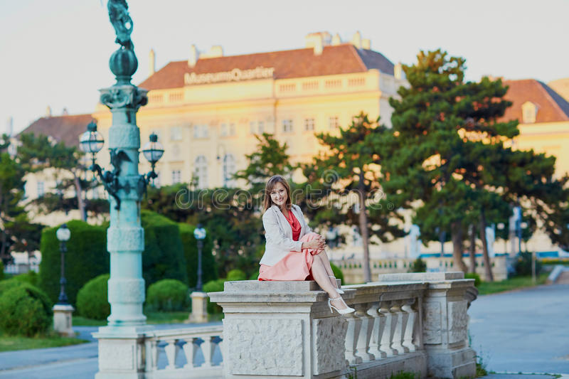 Mooie jonge toerist in Wenen stock afbeeldingen