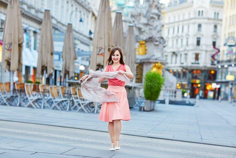 Mooie jonge toerist in Wenen royalty-vrije stock afbeelding
