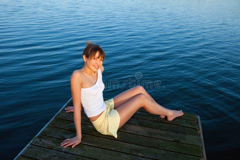Mooie jonge vrouw royalty-vrije stock afbeelding