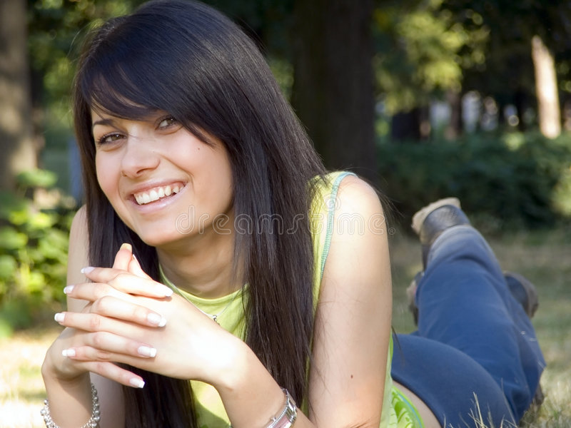 Mooie jonge vrouw stock fotografie