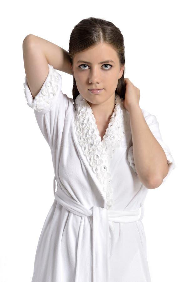 Mooie jonge vrouw in badjas stock afbeeldingen